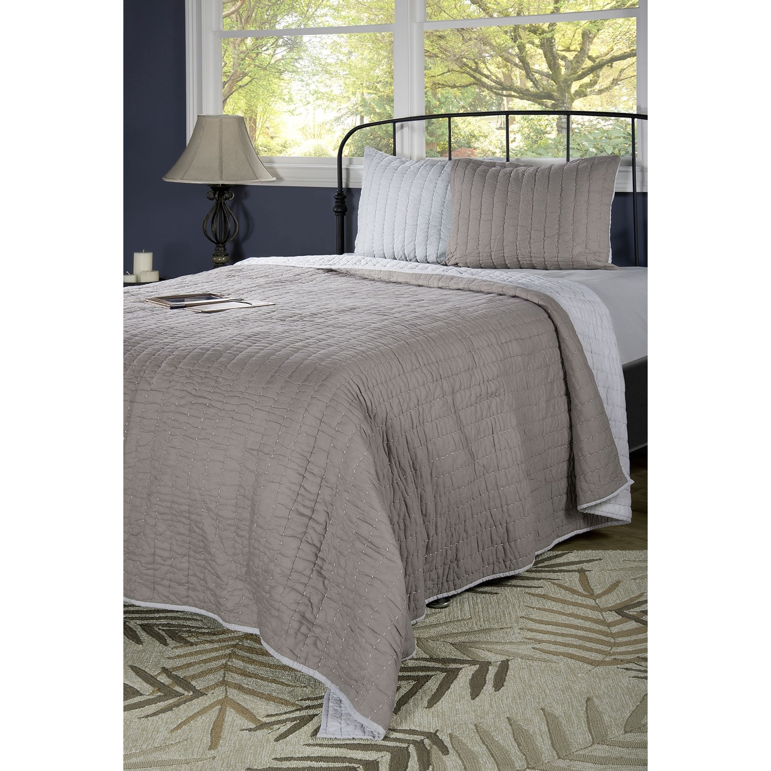 Accent and Occasional Furniture - Gracie Queen Quilt