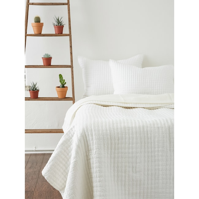 Accent and Occasional Furniture - Catalina Queen Quilt - White