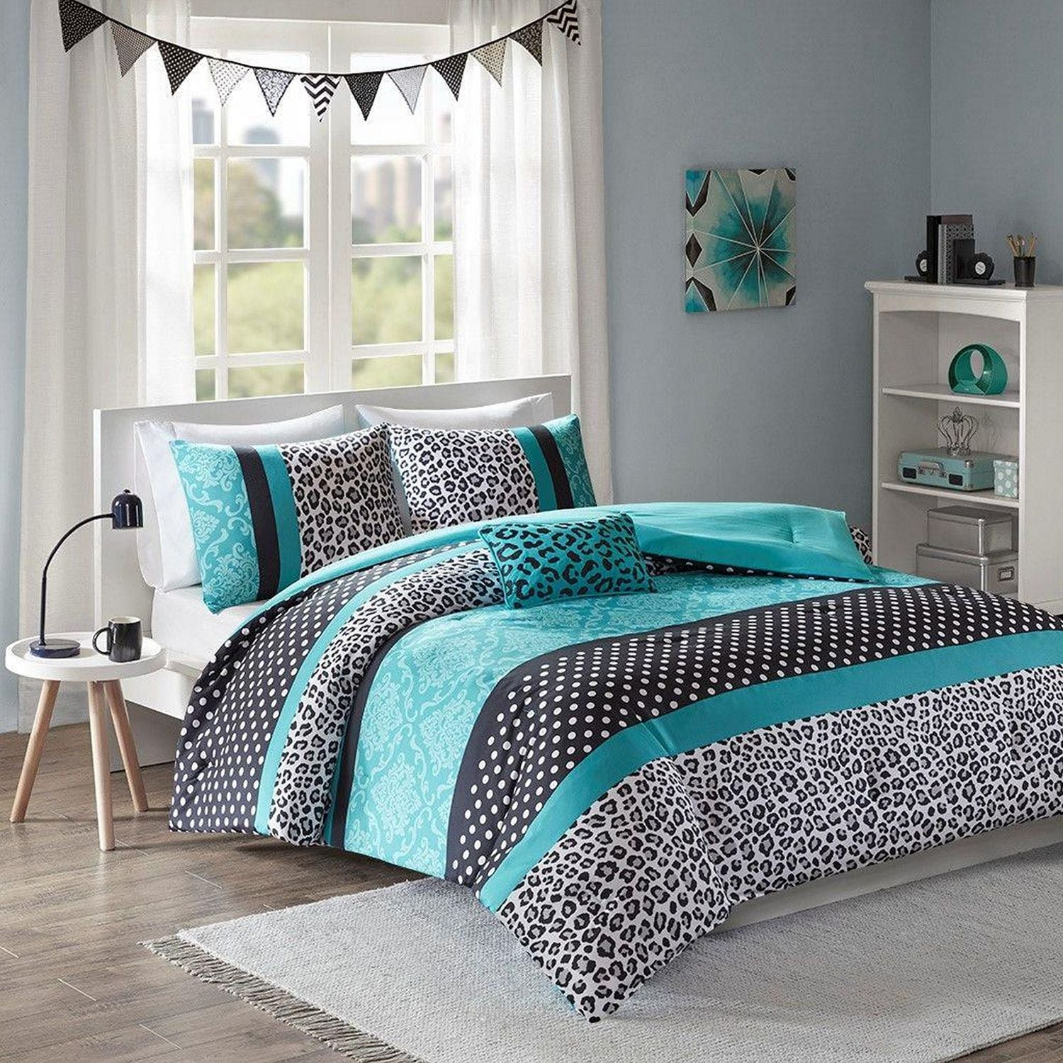 Accent and Occasional Furniture - Chloe Bedding Set